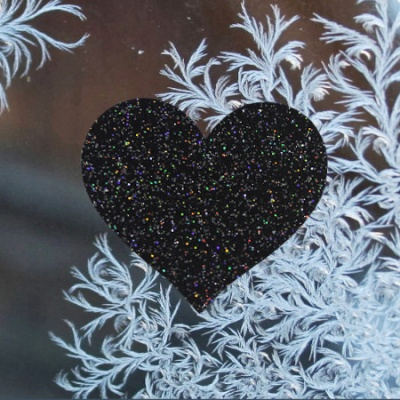 s-_black_sparkly_heart_2